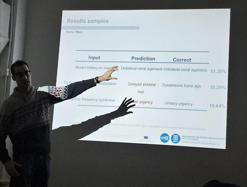 """Jon Garrido, investigador del CREB de la UPC, en una presentación de """"Share4Rare"""""""