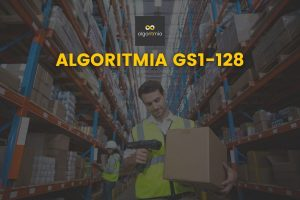 Hombre escaneando código de barras GS1-128 en un almacén con el addon GS1-128 de Algoritmia, que lee e integra este tipo de código de barras en Dynamics 365 y AX